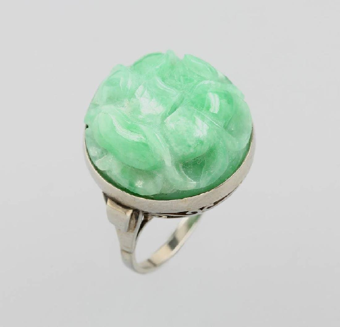 8 kt gold ring with jade, approx. 1930s