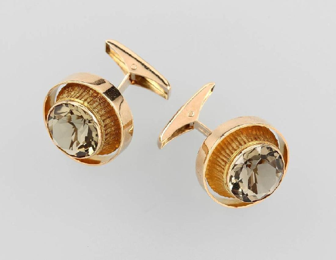 Pair of 14 kt gold cuff links with smoky quartz