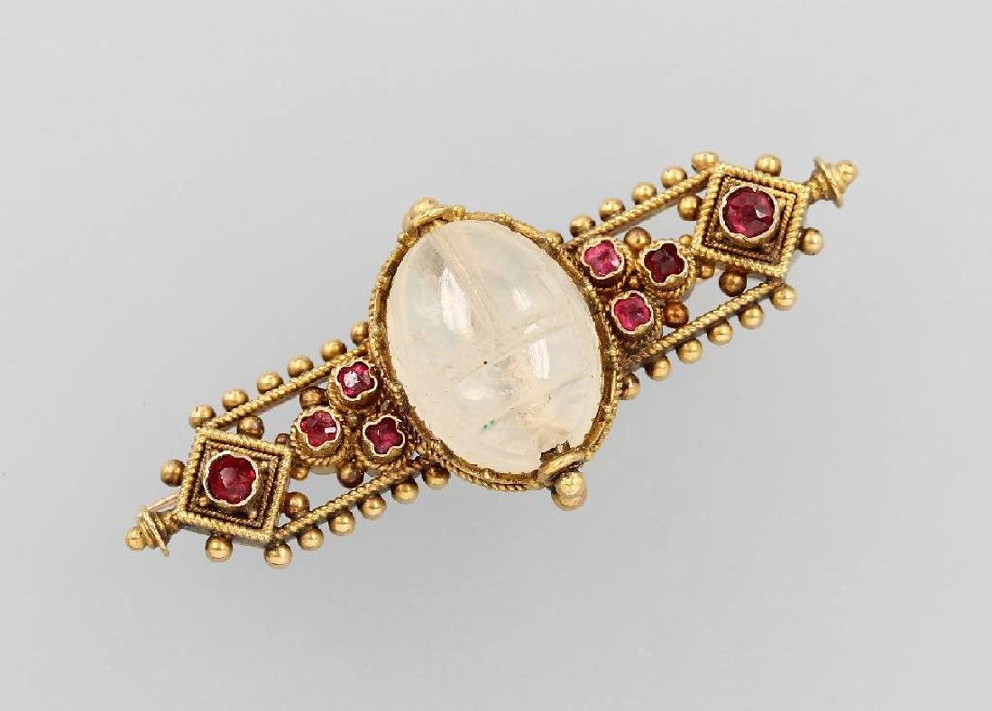 18 kt gold brooch 'scarab' with rubies and moonstone