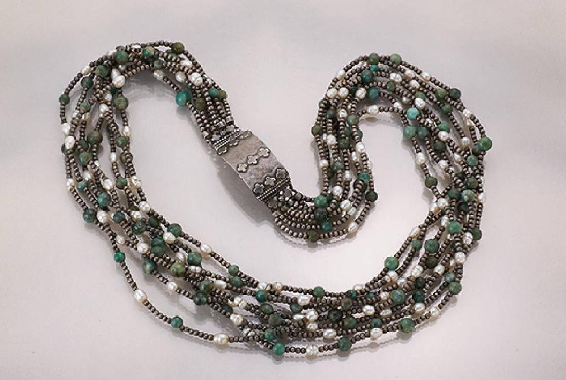 8-row necklace with jadeite and pearl, Orient approx.