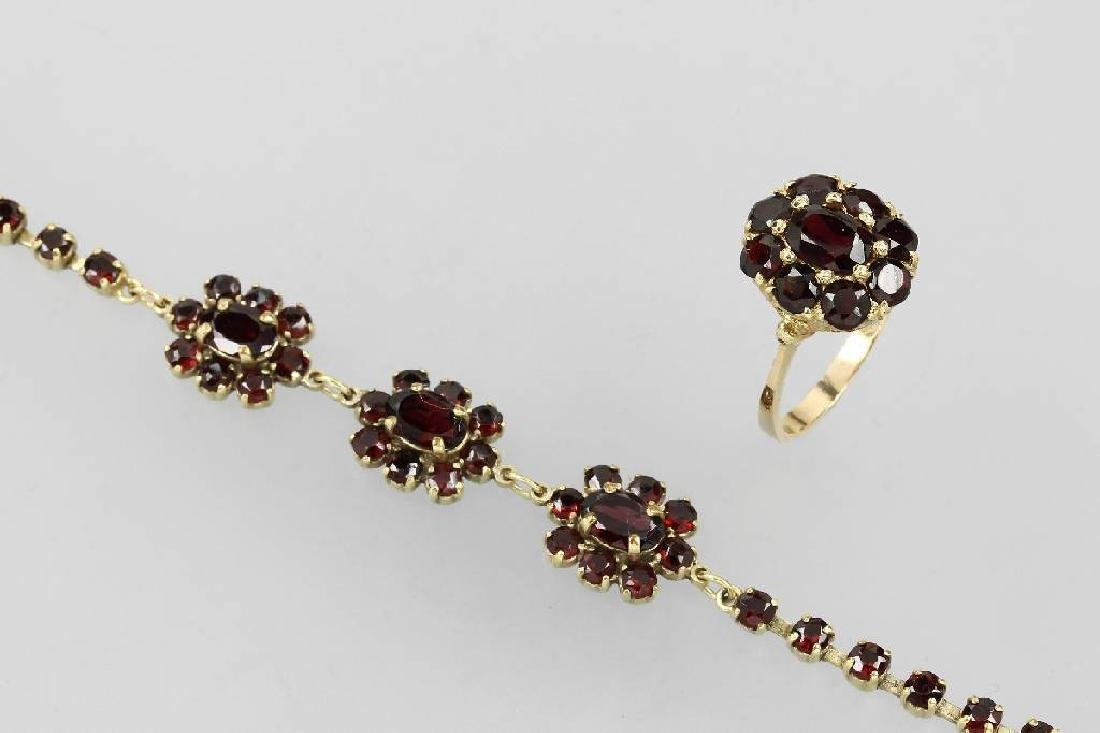 Lot with garnets, approx. 1900s