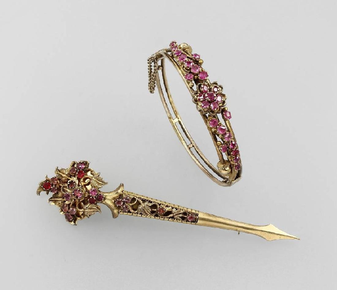 Bangle and brooch with rubies, oriental approx.