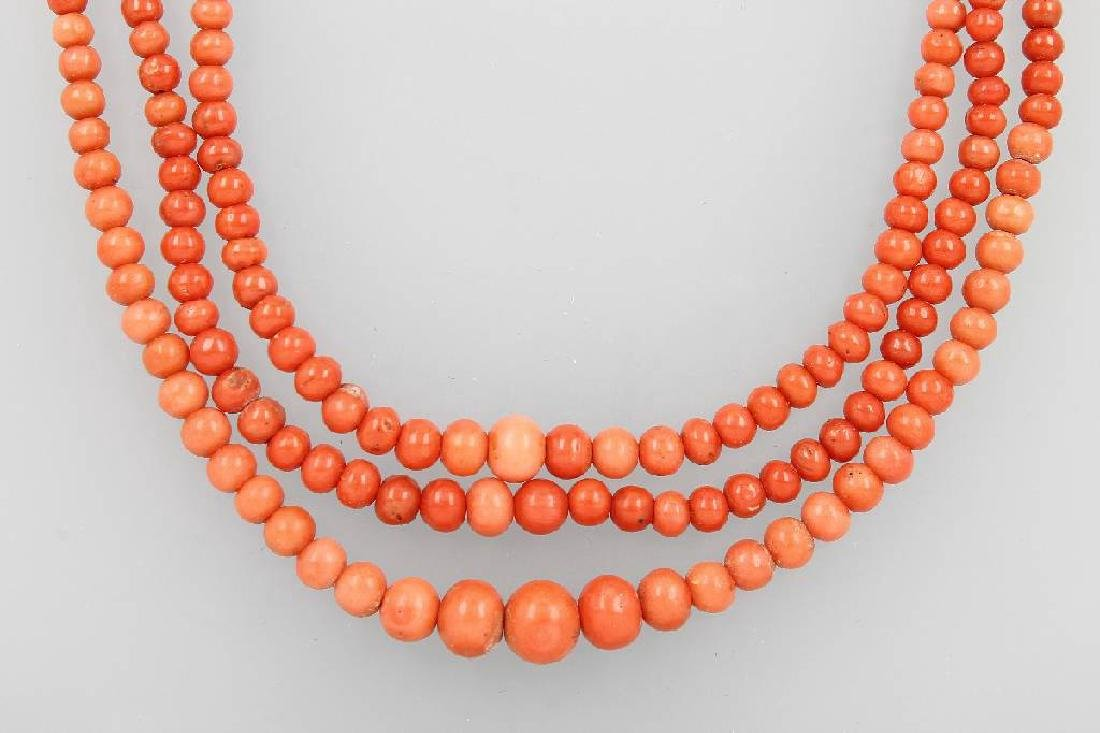 3-row necklace with coral, Italy approx. 1890/1900s