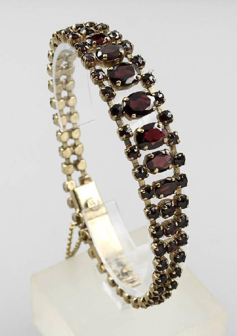 Bracelet with garnets, approx. 1900s