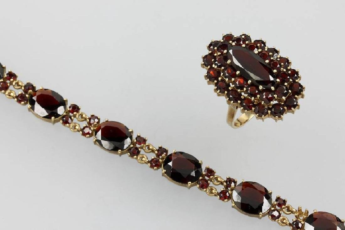 8 kt gold lot with garnets, Berlin approx. 1935