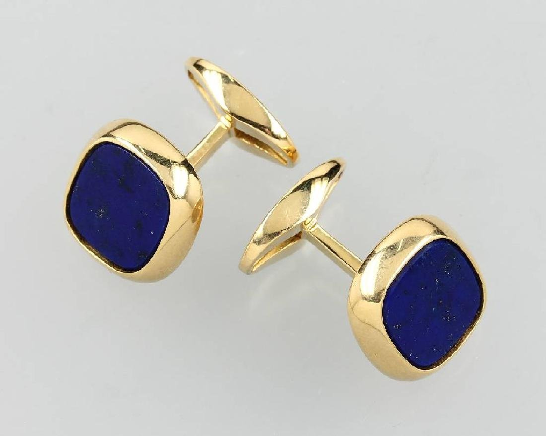 Pair of 18 kt gold cuff links with lapis lazuli