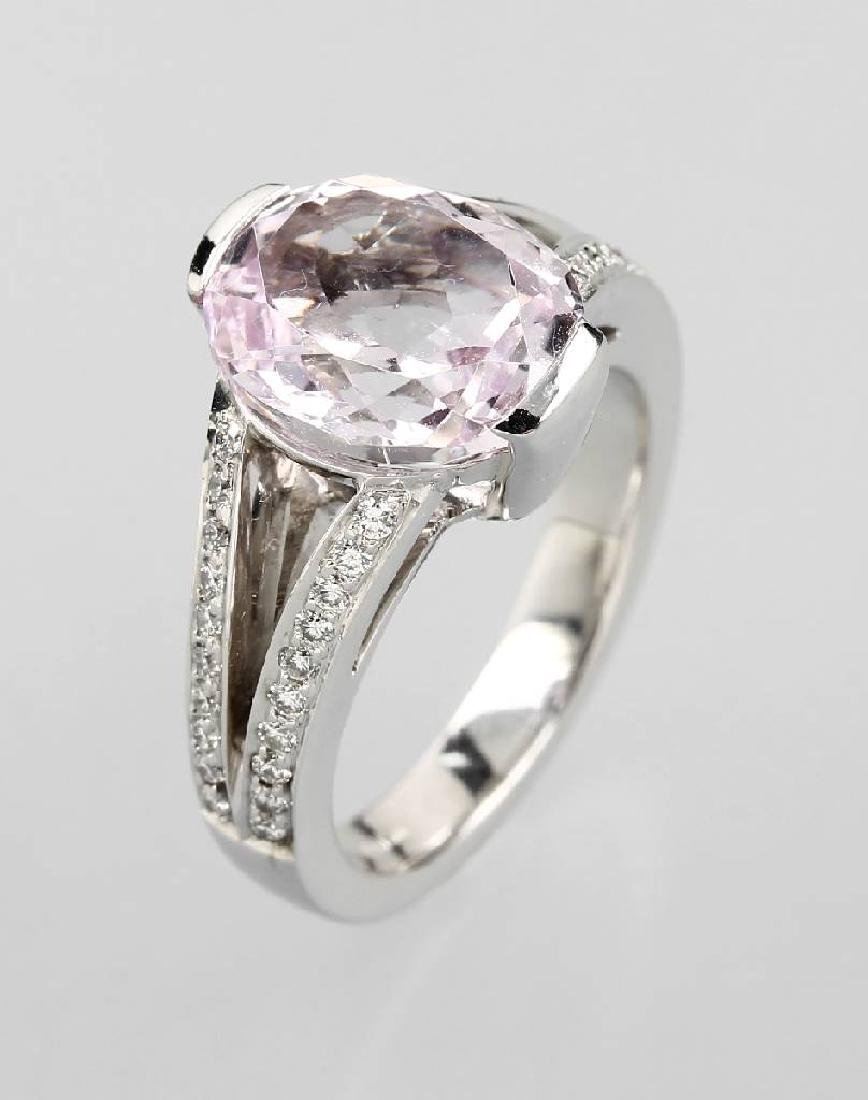18 kt gold ring with kunzite and brilliants