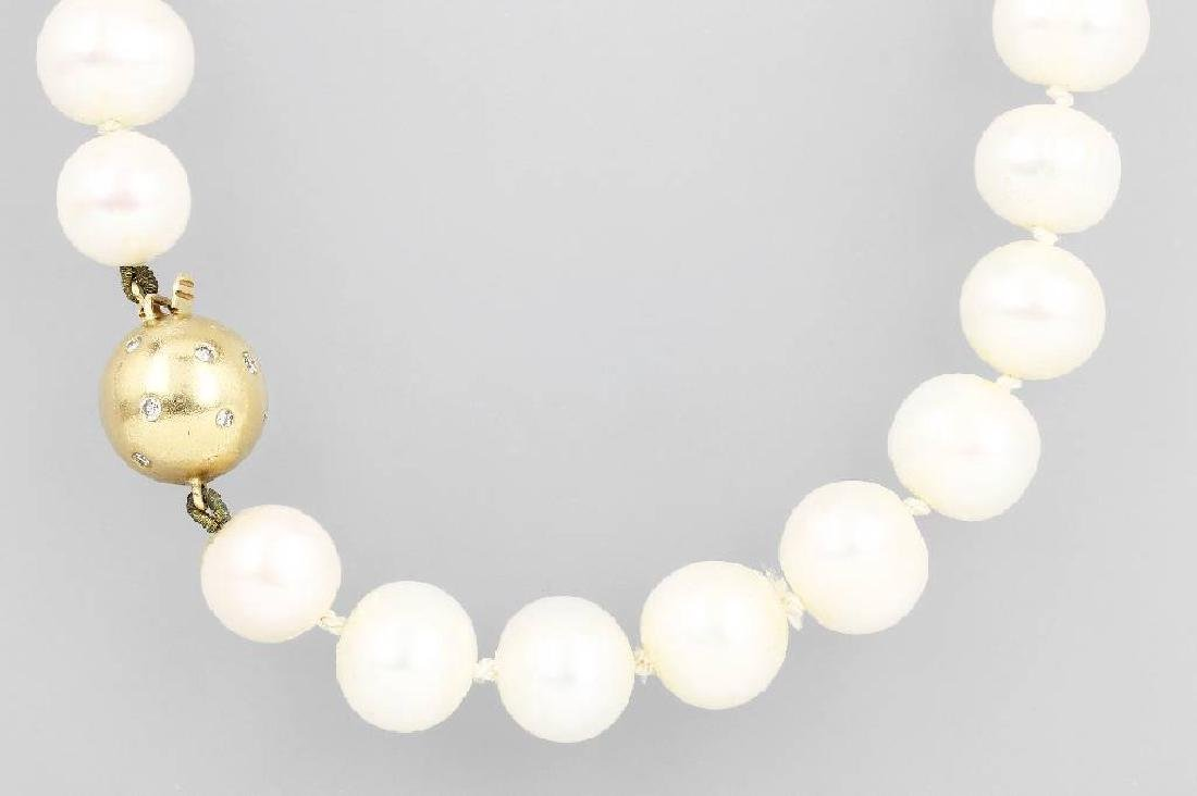 Necklace with cultured fresh water pearls