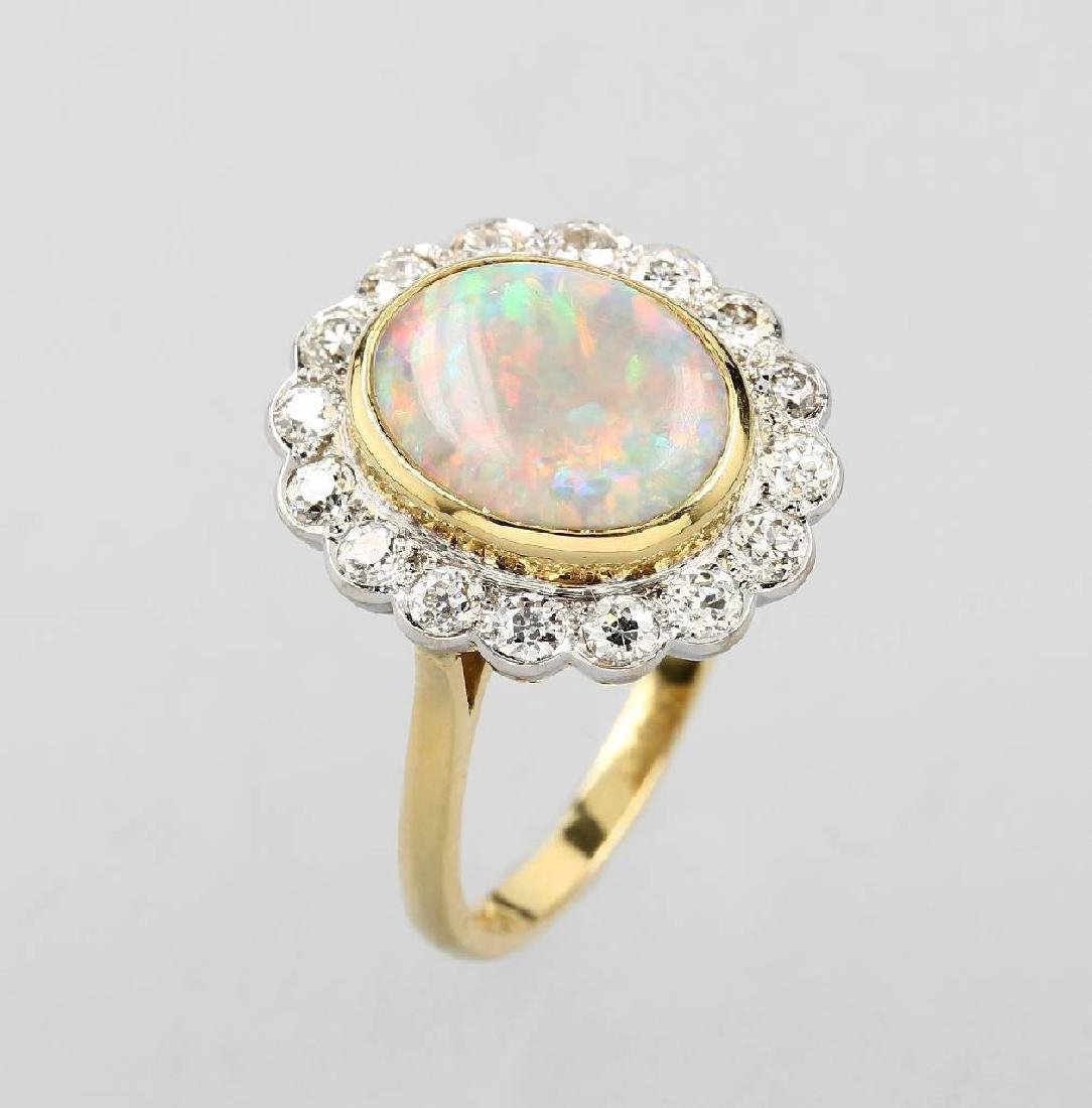 18 kt gold ring with opal and brilliants