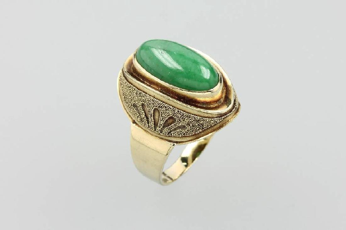 14 kt gold ring with jade
