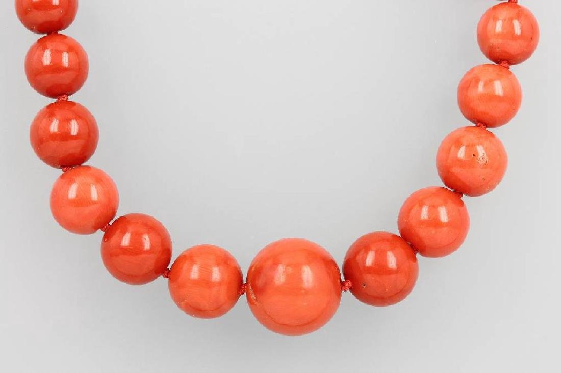 Coral necklace, YG 585/000