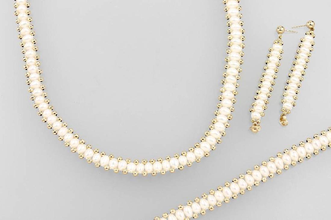 14 kt gold jewelry set with cultured pearls