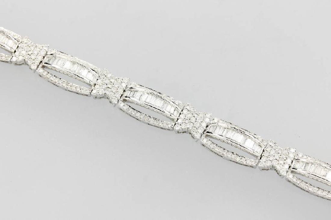 18 kt gold bracelet with diamonds