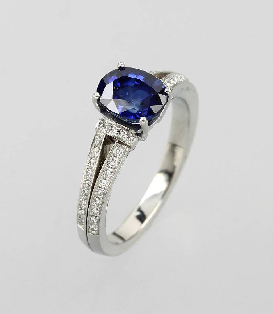 Ring with sapphire and brilliants, platinum