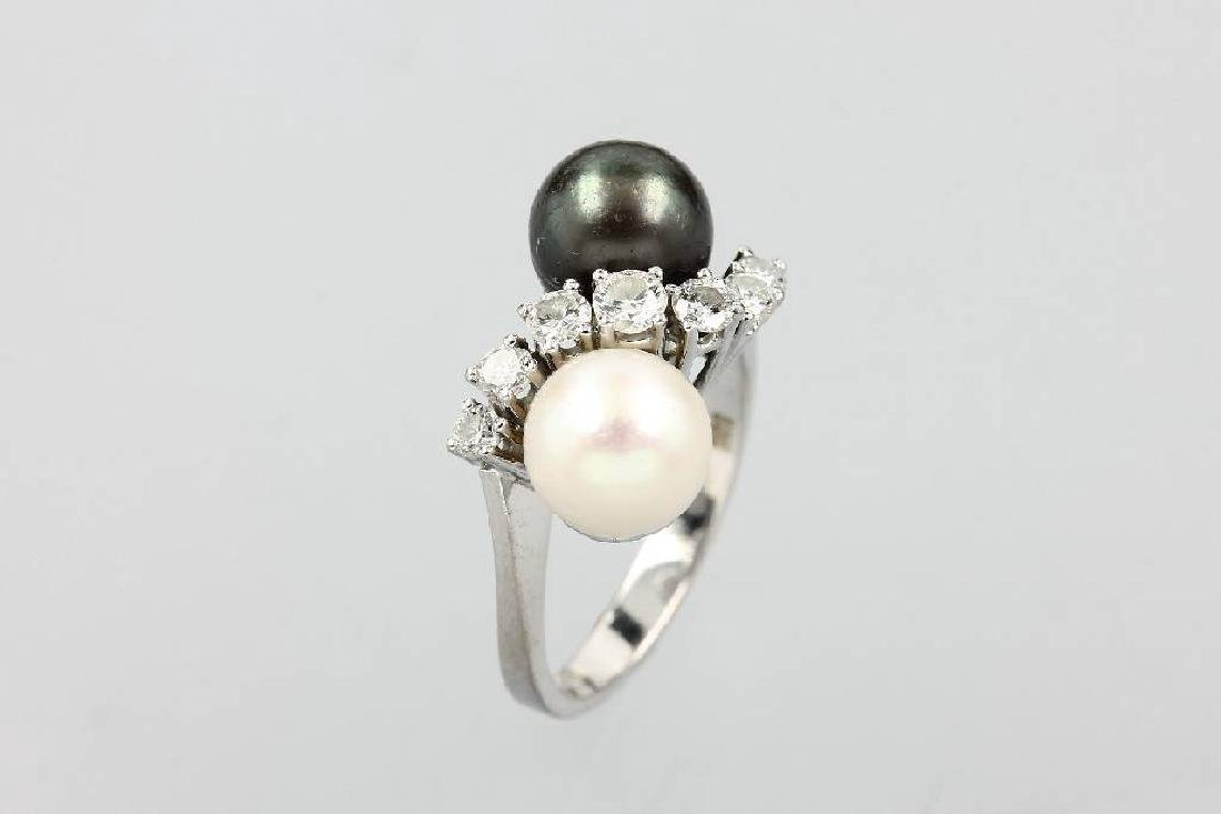 14 kt gold ring with brilliants and pearls