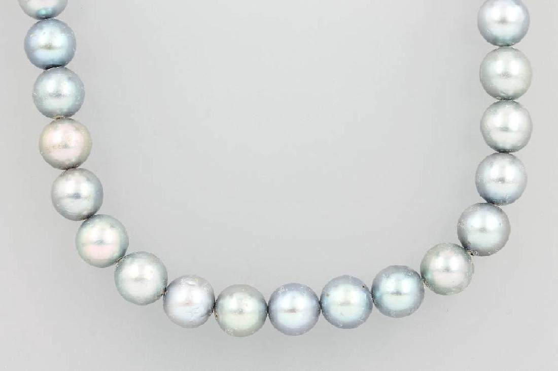Grey necklace of Akoya cultured pearls with brilliants