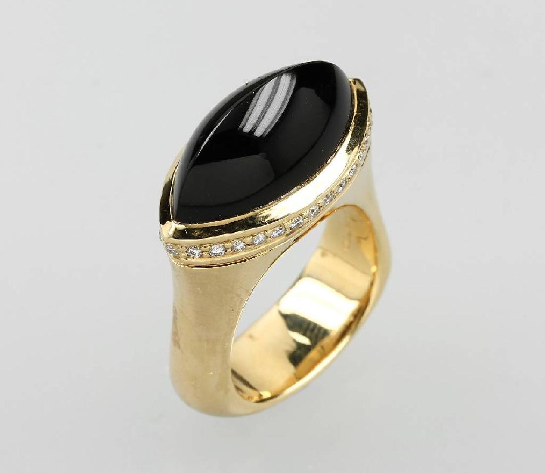 18 kt gold ring with onyx and brilliants