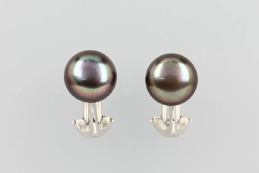 Pair of 18 kt gold earclips with cultured pearls