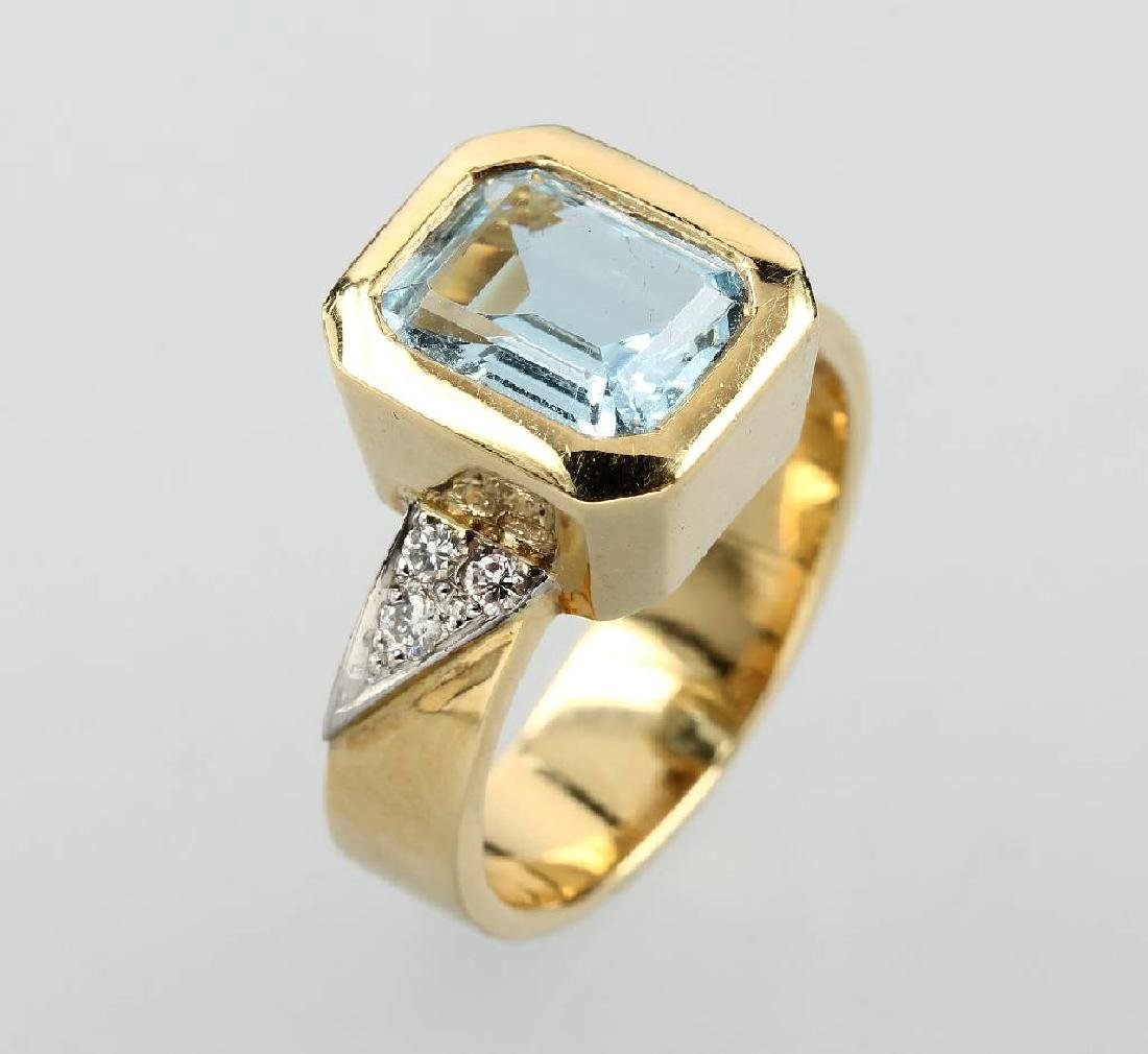 18 kt gold ring with aquamarine and brilliants