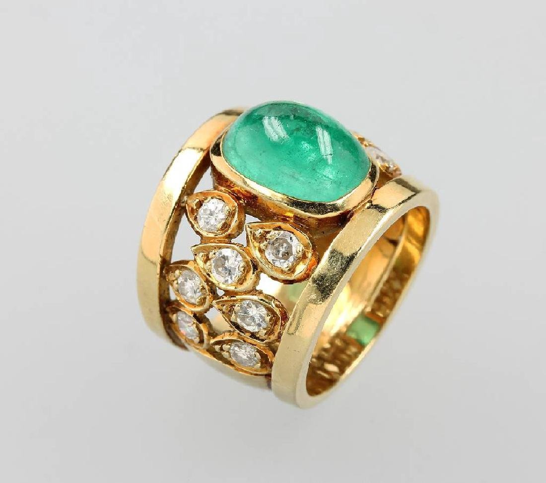 18 kt gold ring with emerald and brilliants