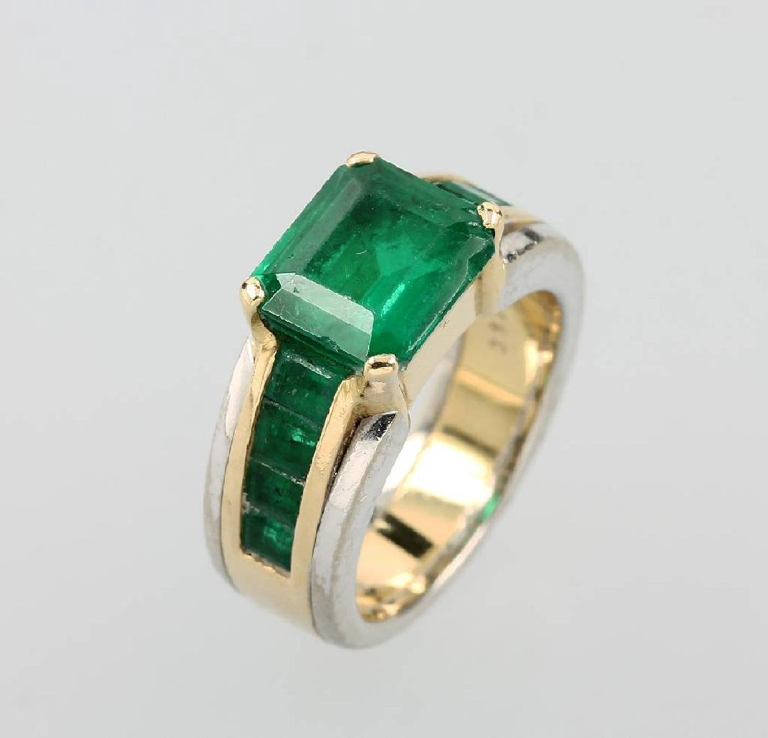 18 kt gold ring with emeralds