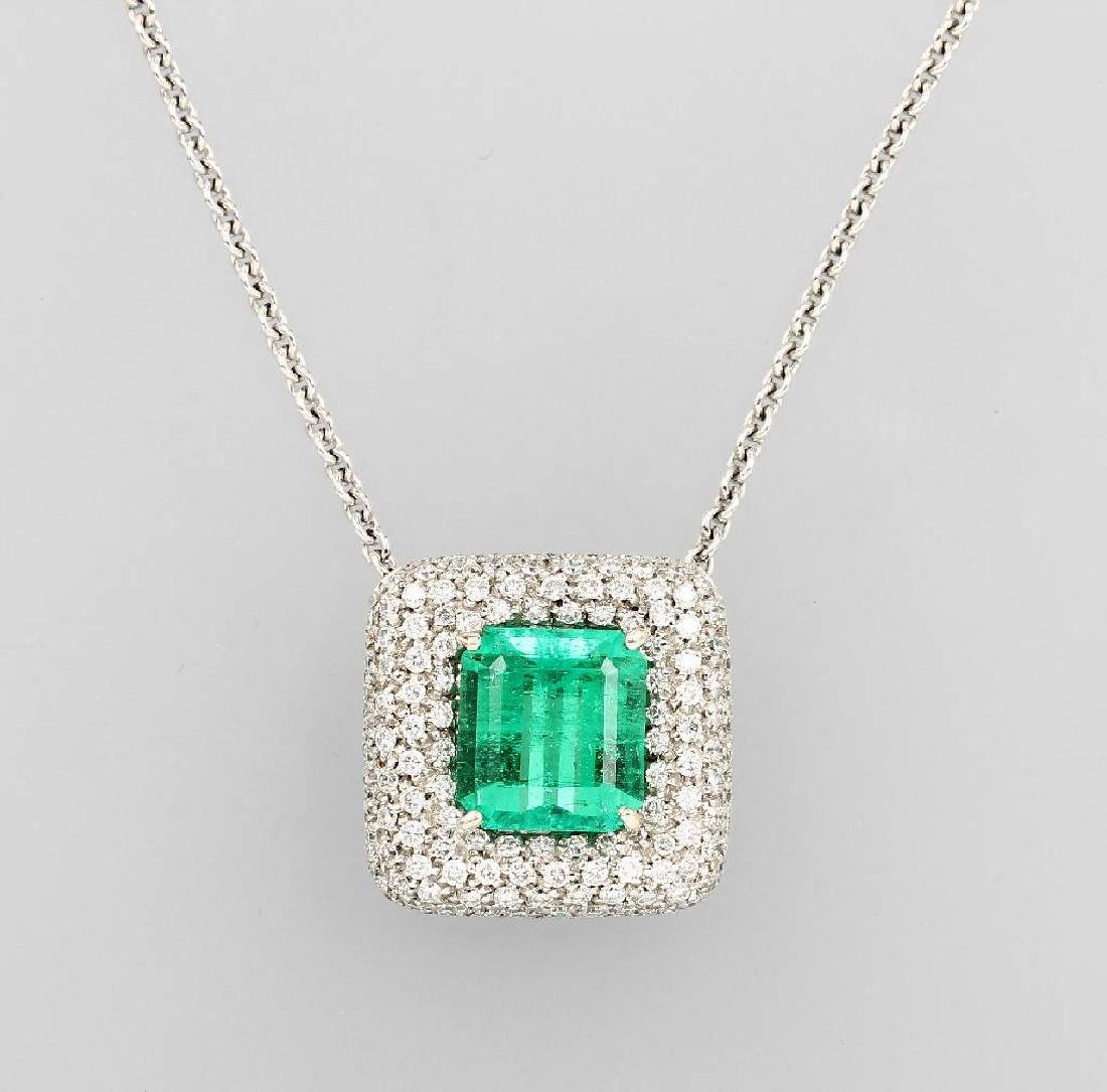 18 kt gold necklace with emerald and brilliants