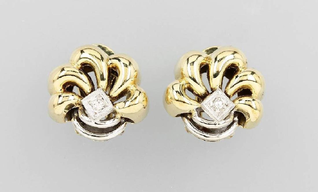 Pair of 14 kt gold earclips 'blossom' with diamonds