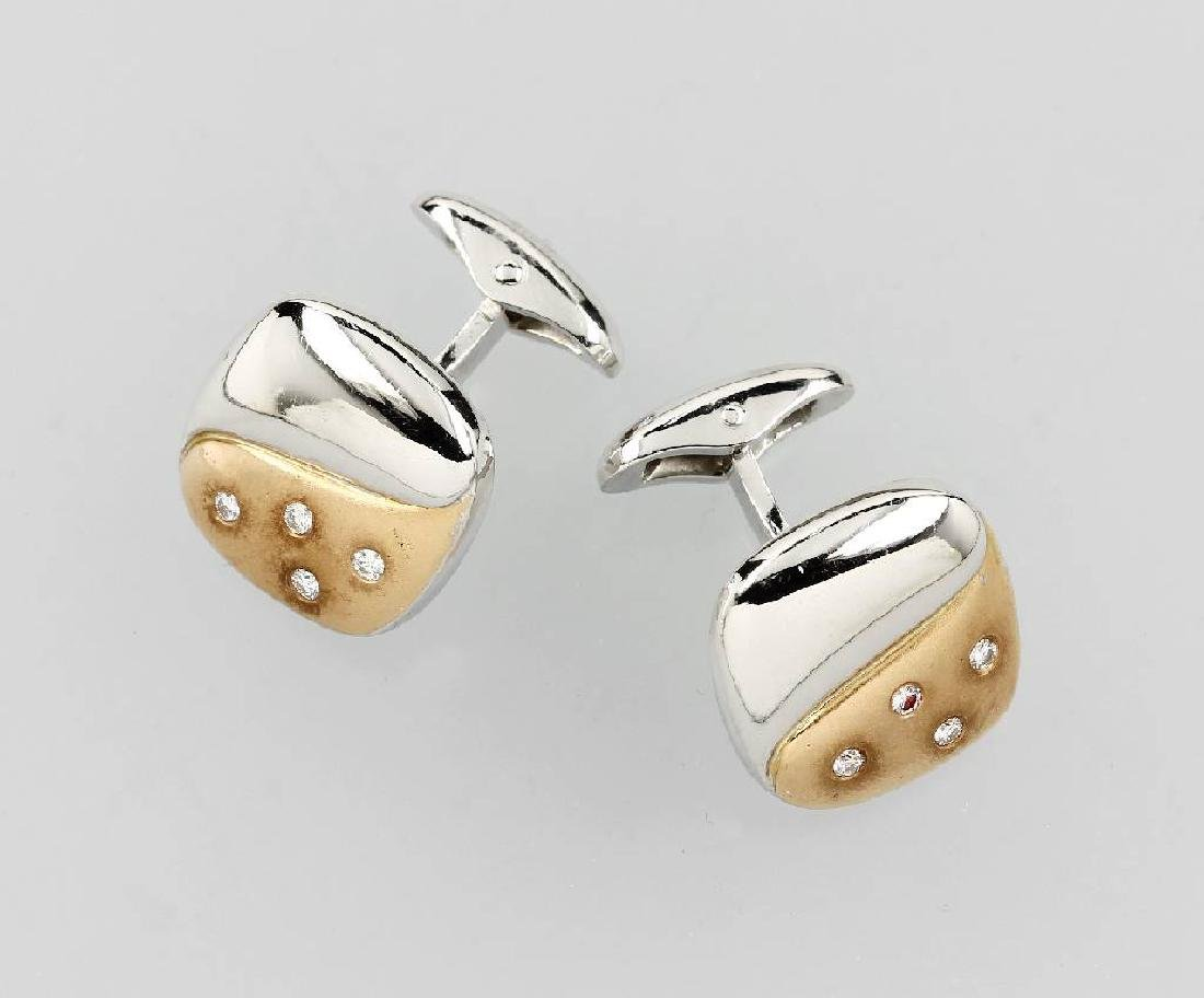 Pair of 18 kt gold cuff links with brilliants