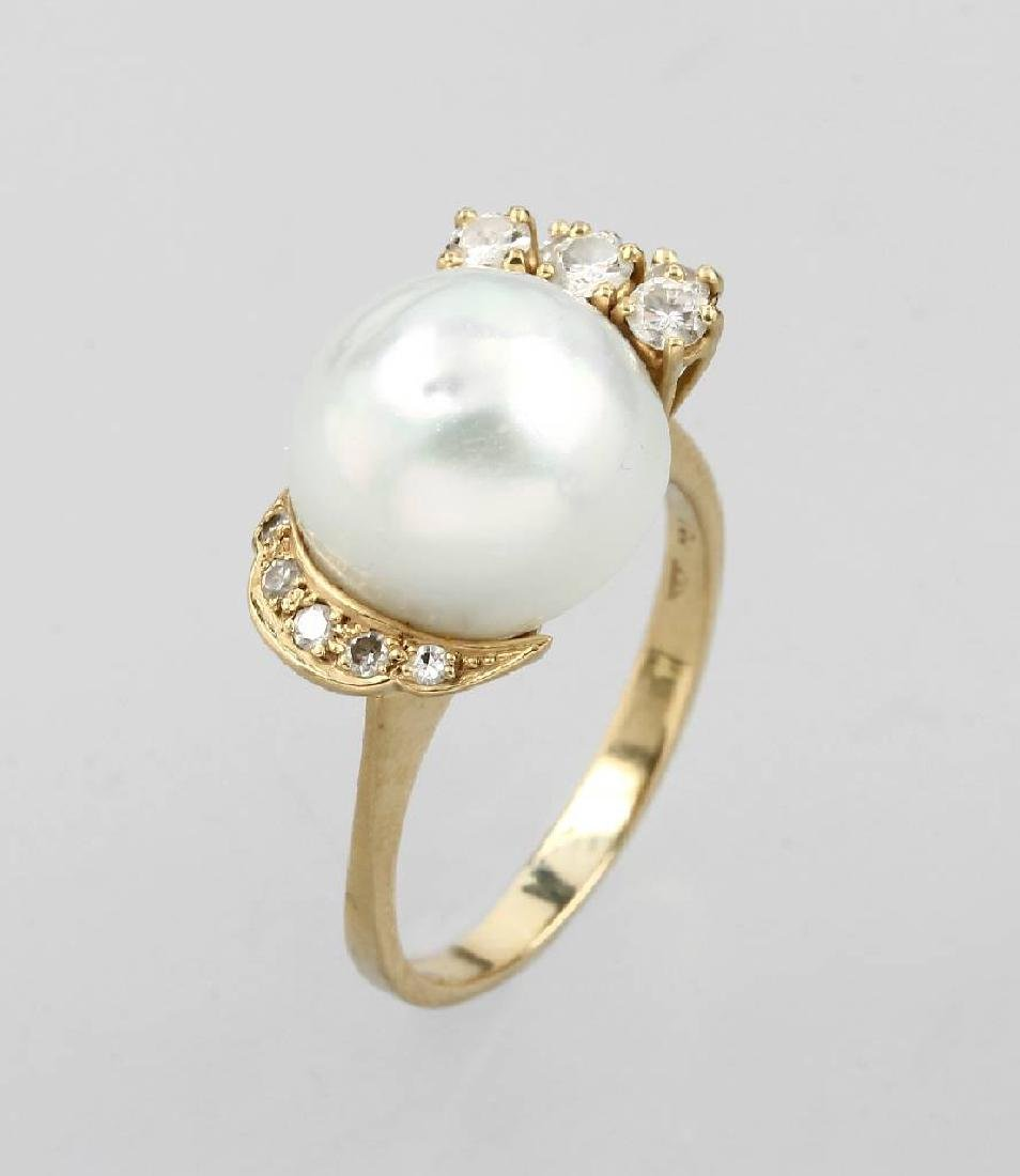 18 kt gold ring with cultured south seas pearl and