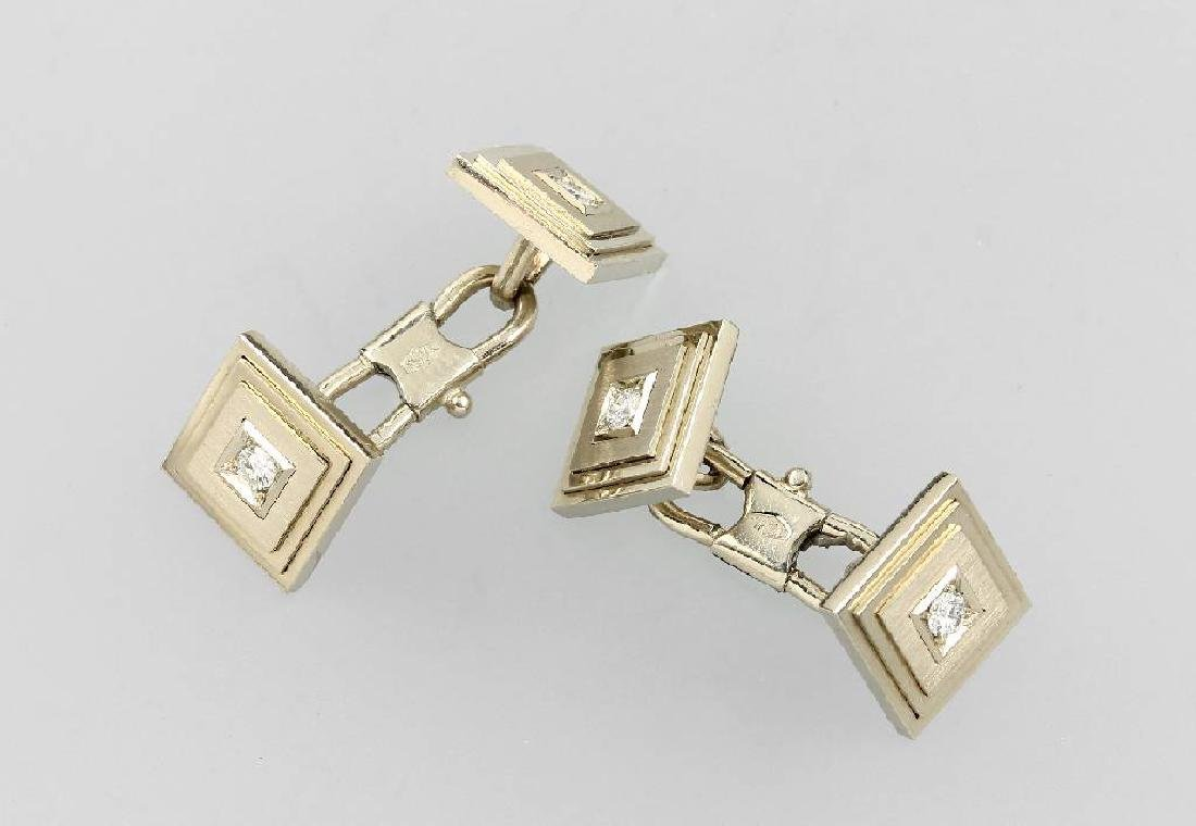 Pair of 18 kt gold cuff links with diamonds