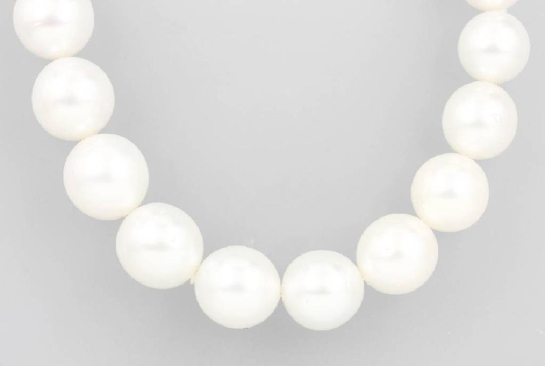 Necklace with south seas cultured pearls