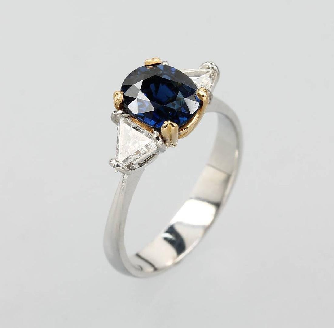 18 kt gold ring with sapphire and diamonds