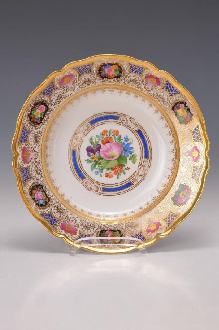 Deep pompous plate