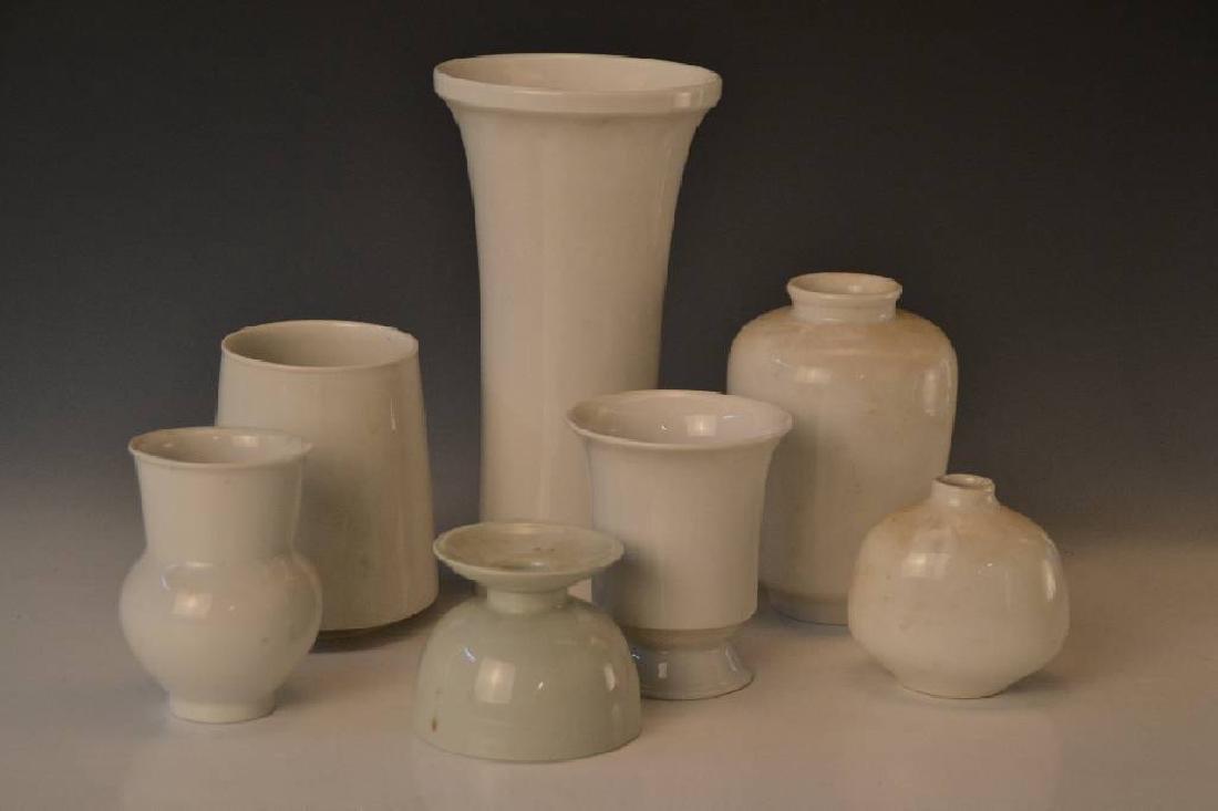 7 porcelain pieces