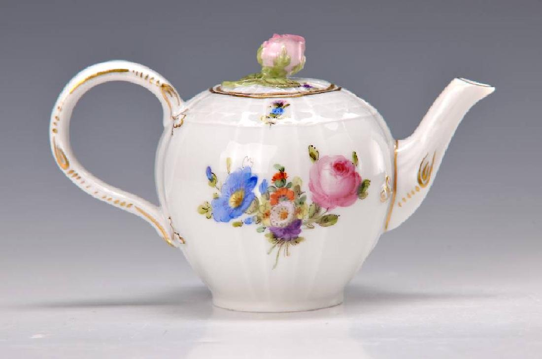 Small tea pot, Meissen