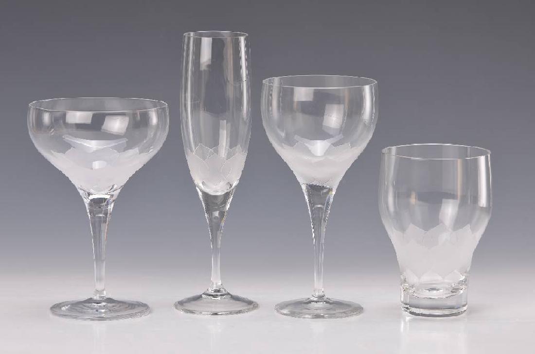 28 glasses 'lotus'
