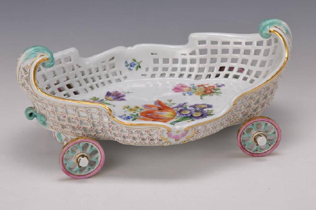 bowl in shape of a carriage