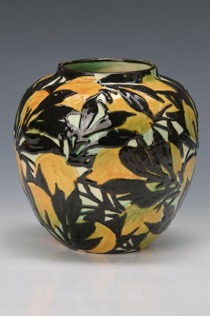 vase with lemons