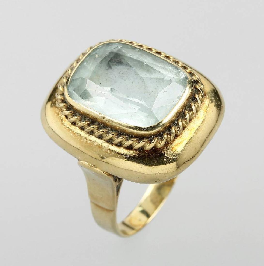 14 kt gold ring with aquamarine