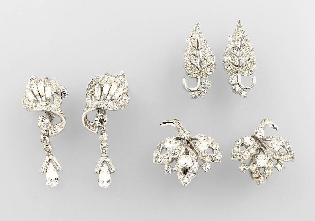 Lot 3 pair of clip earrings with rhine stones