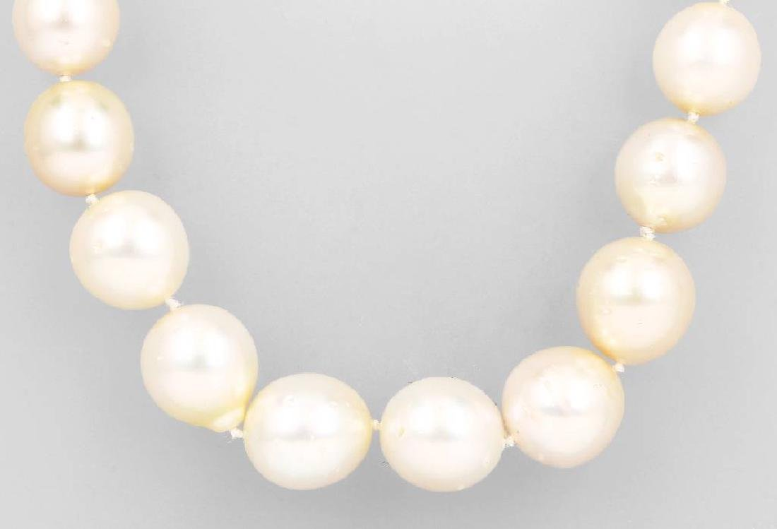 14 kt gold necklace with south seas cultured pearls and