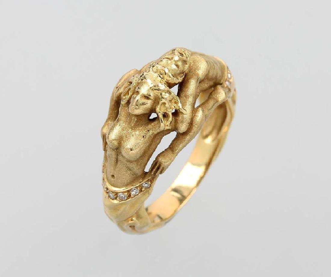 18 kt gold designer ring with diamonds