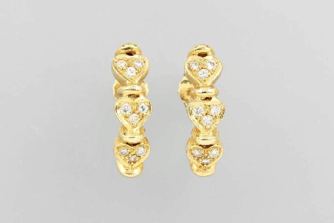 Pair of 18 kt gold earrings hearts with brilliants