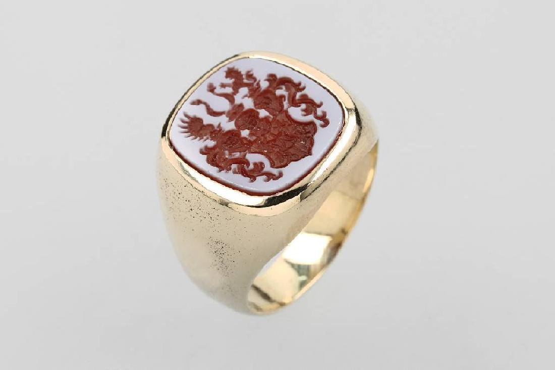 14 kt gold gents signet ring with layer stone