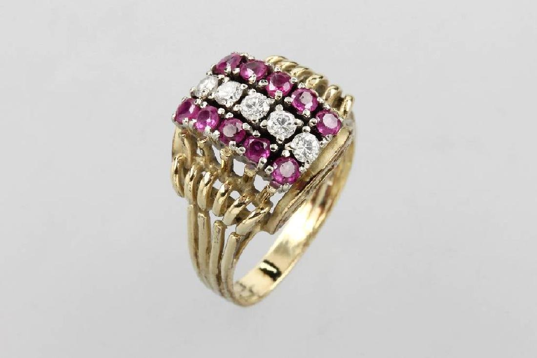 14 kt gold ring with rubies and brilliants