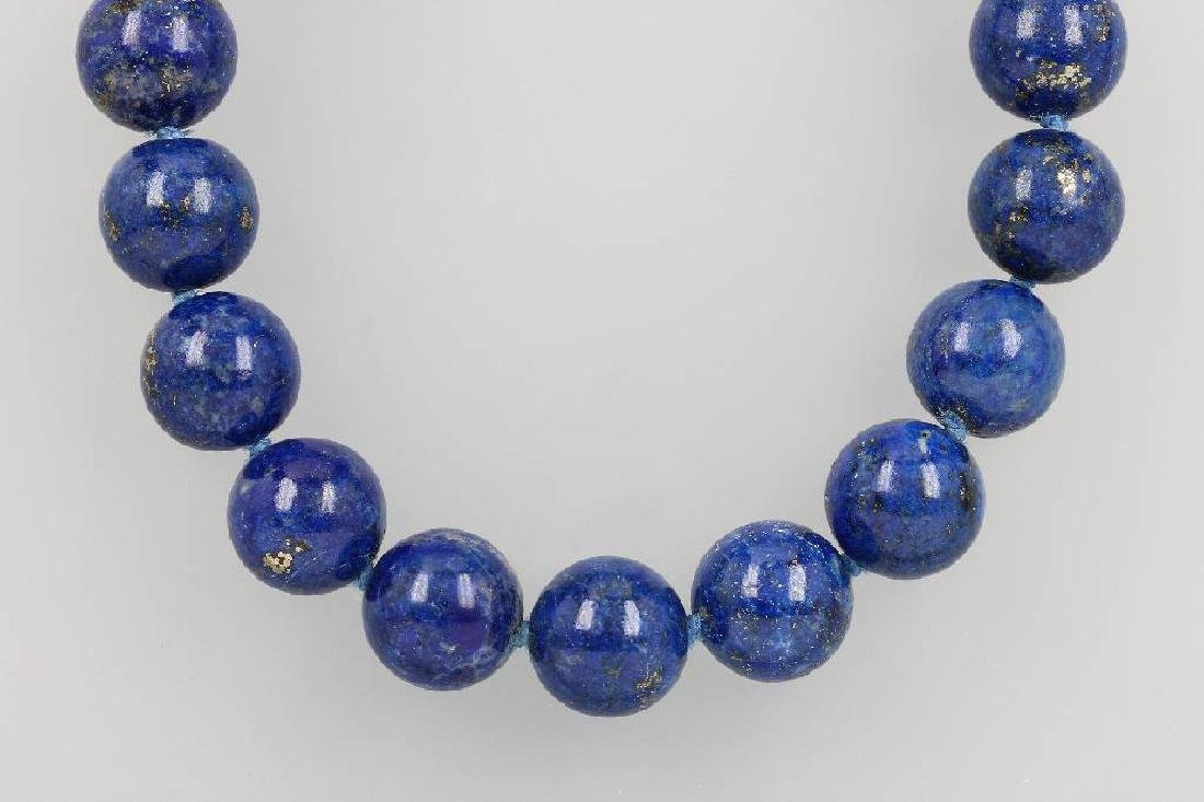 14 kt gold necklace with lapis lazuli