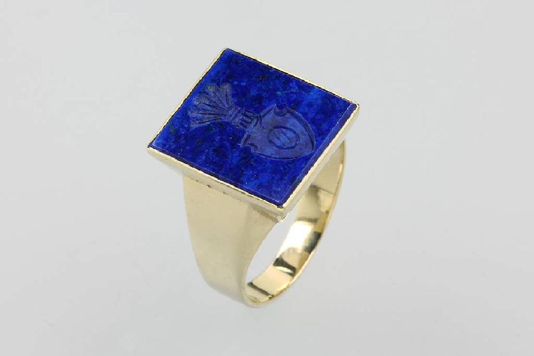 14 kt gold gents signet ring with lapis lazuli