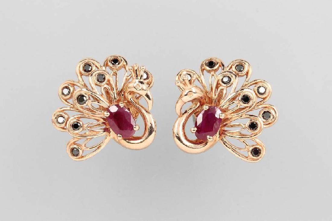 Pair of 14 kt gold earrings 'peacock' with rubies and