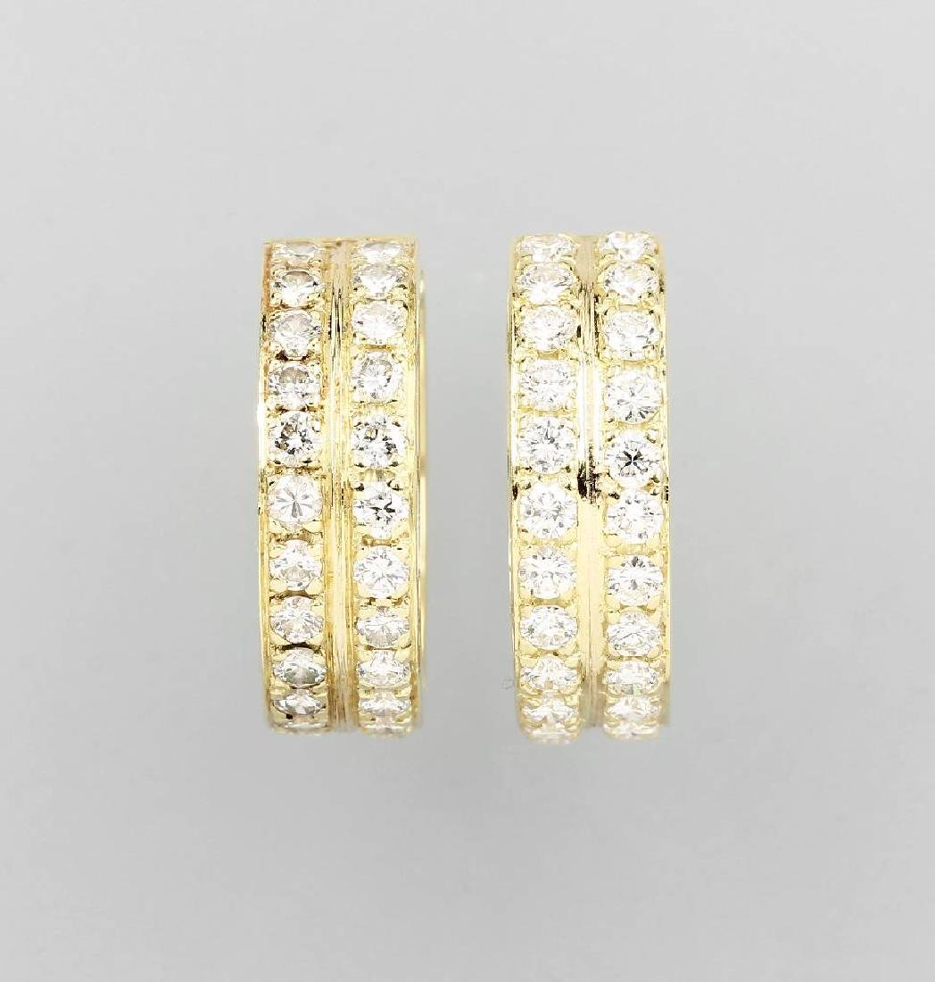 Pair of 14 kt gold hoop earrings with brilliants