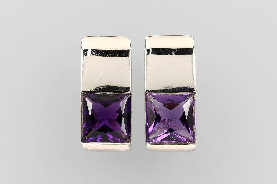 Pair of 14 kt gold earrings with amethyst